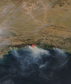 Fires and smoke along the Garden Route, South Africa on 3 November 2018 (MODIS/Terra)