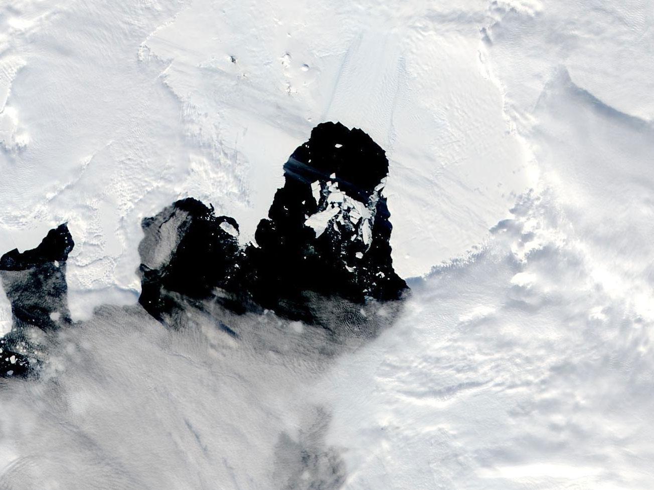 Iceberg B49 on 15 February 2020