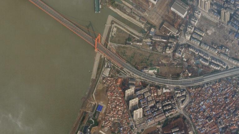 Bridge traffic disappeared during the quarantine.