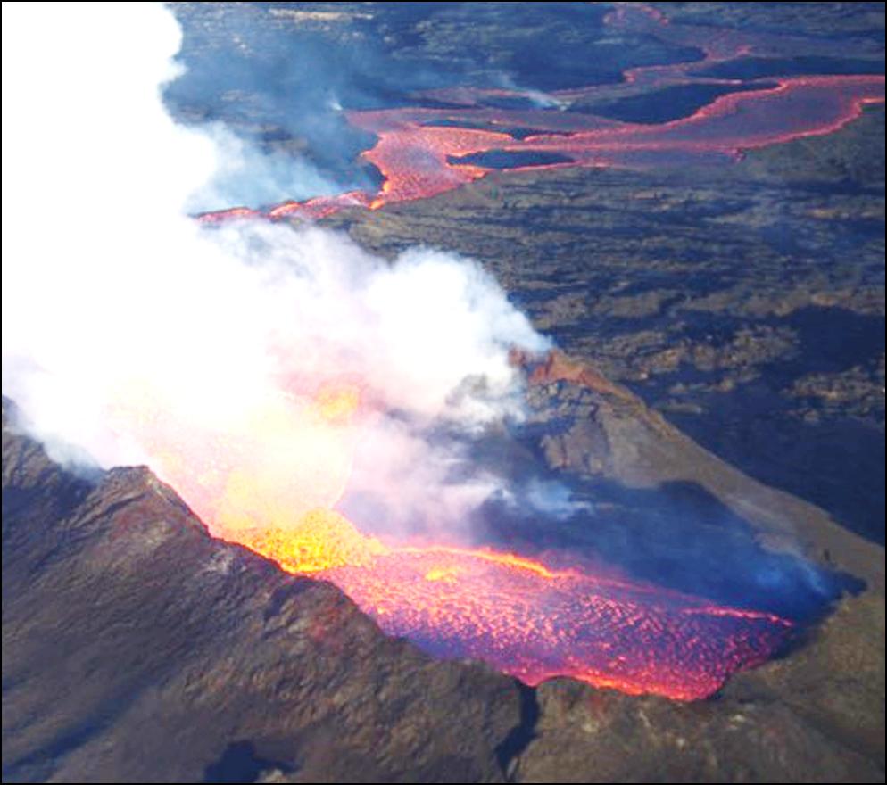 Photo of erupting Holohraun volcano in Iceland