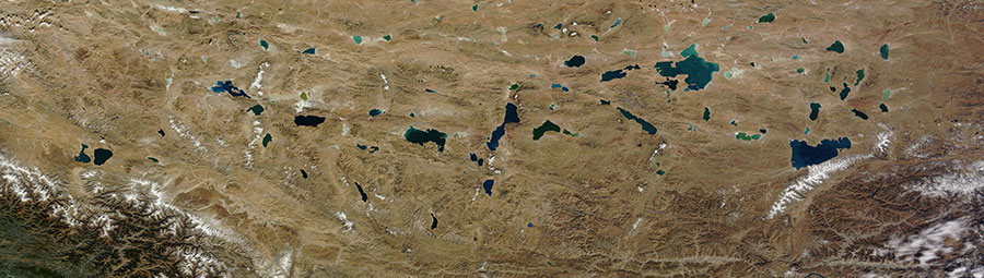 Lakes in the Qinghai-Tibet Plateau - feature grid