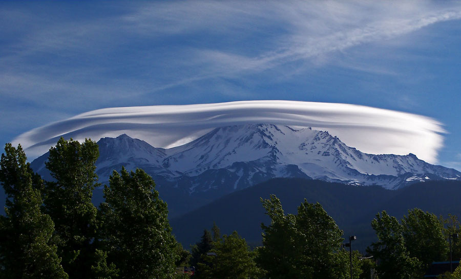 Photograph of lenticular cloud forming over Mount Shasta in California