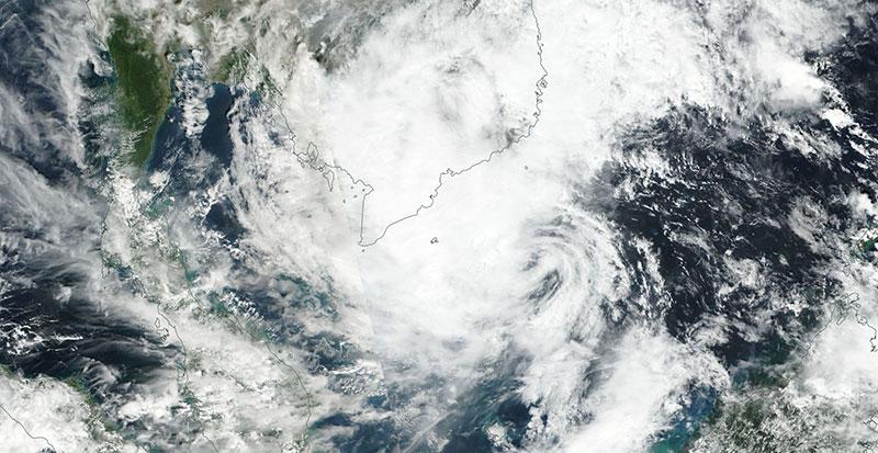 Typhoon Tembin approaching Vietnam on 25 December 2017 (VIIRS/Suomi-NPP)